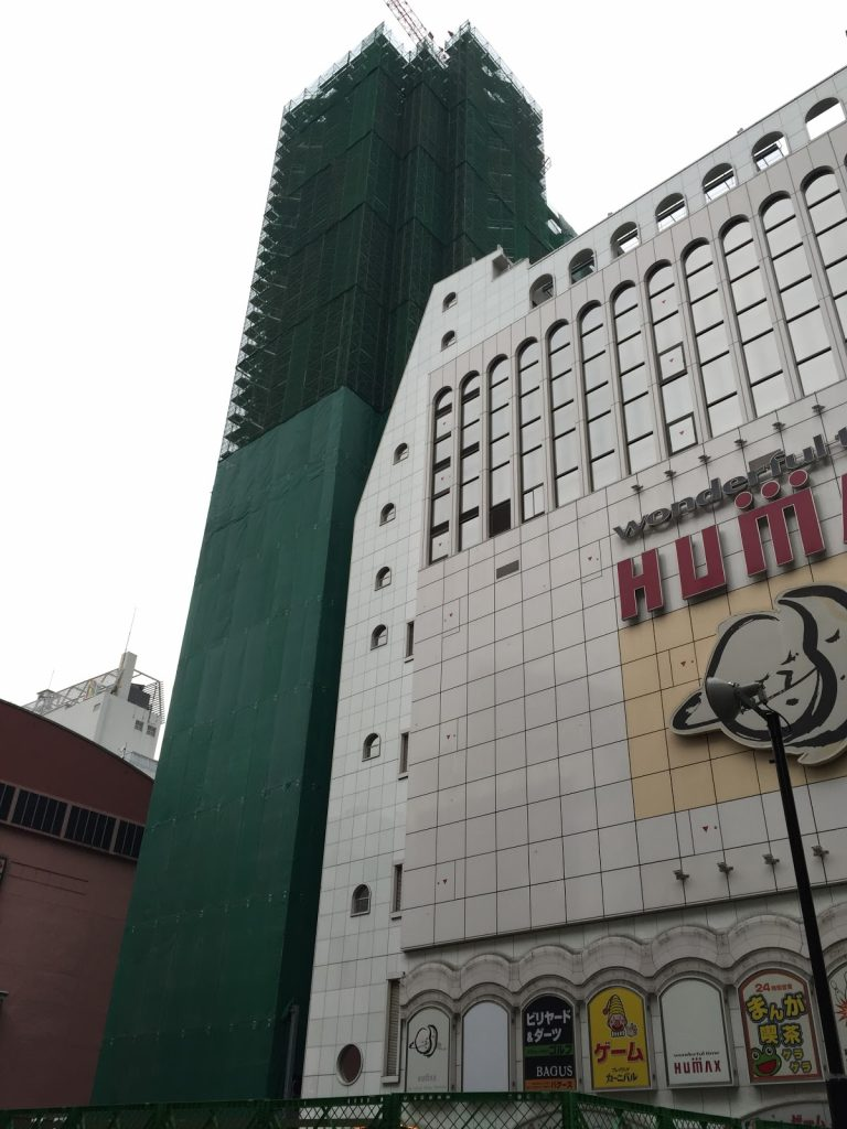 歌舞伎町に建設中のアパホテル