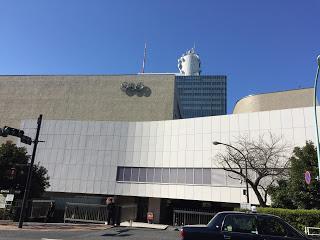 渋谷の税務署前のNHK放送センター