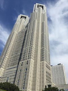 西新宿の都庁舎 / マジシャンひろしつちや