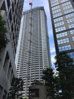 西新宿に建設中のタワーマンション / マジシャンひろしつちや