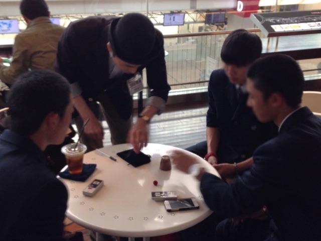 高校生に 羽田空港 アッパーデッキトウキョウ6周年 記念イベント/ 出張マジシャンひろしつちや