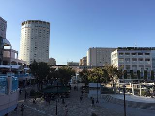 新浦安駅前の広場