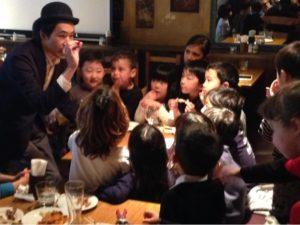 カップ・アンド・ボール 日本を去るご家族の送別会にマジシャンの子供向けマジックショー in ゼスト キャンティーナ 西麻布 港区
