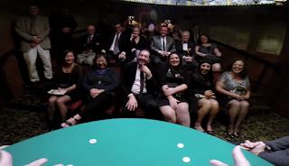 マジックキャッスルのテーブルマジックショーでの観客席