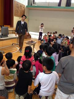 小学校でマジックショー