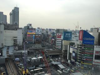 渋谷ヒカリエから撮った渋谷駅前交差点方面