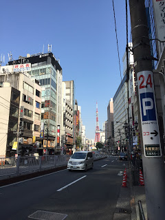 六本木の東京タワー日曜の昼間 / マジシャンえいち