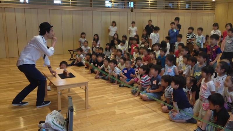 幼稚園の卒園生の集まりで出張 派遣 マジックショー 東京都品川区