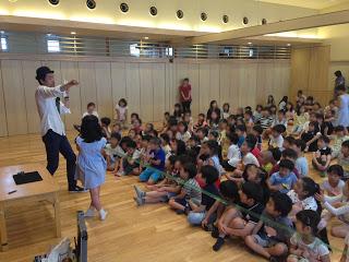 幼稚園の体育館でロープマジック / マジシャンひろしつちやの出張マジック
