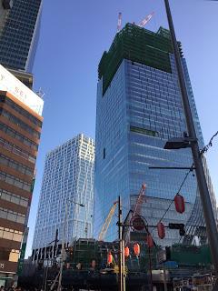 渋谷駅で建設中の高層ビル / マジシャン出張