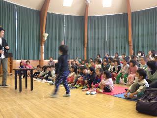 幼稚園でマジックショー / マジシャンひろしつちや
