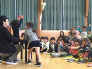 幼稚園の芸術鑑賞会でマジシャン出張、派遣マジックショー
