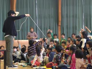 幼稚園でロープマジック / マジシャンひろしつちや