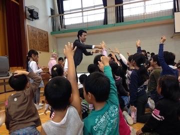 小学校のイベントにマジシャン出張