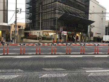 明治通りの横断禁止の新パイプ