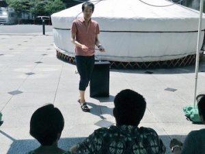 マジシャンの大道芸・ストリートパフォーマンス