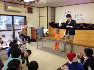 子供習字教室でマジシャンのマジックショー2