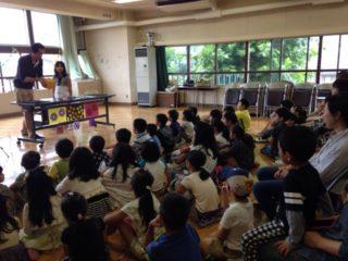 子供会の夏休みイベントでマジシャンの出張、派遣子供向けマジックショー 会場は小学校