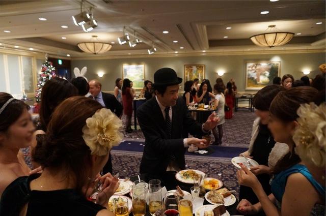 クリスマスイベント テーブルホッピング マジシャン 派遣 / Christmas party table hopping magician