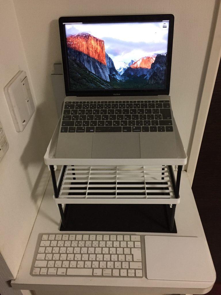 キッチンスタンド(ミドル)を2段重ねでMacBook台に