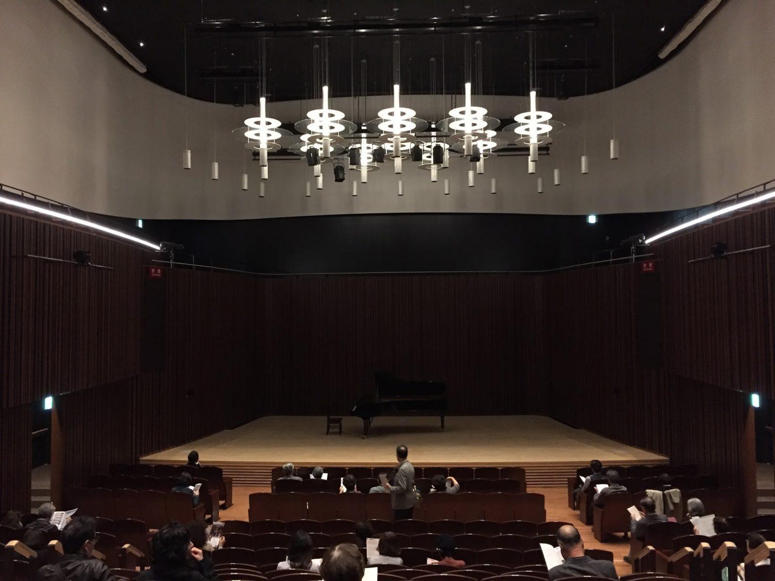 クラシックコンサートへとマジックショーの料金設定
