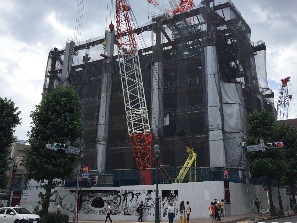 パルコ工事中のAKIRA 建物建設中