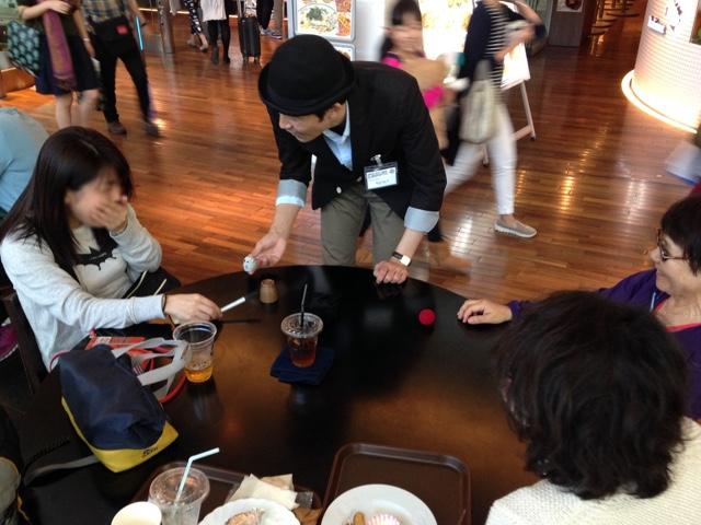 驚いてくれた! 羽田空港 アッパーデッキトウキョウ6周年 記念イベント/ 出張マジシャンひろしつ
