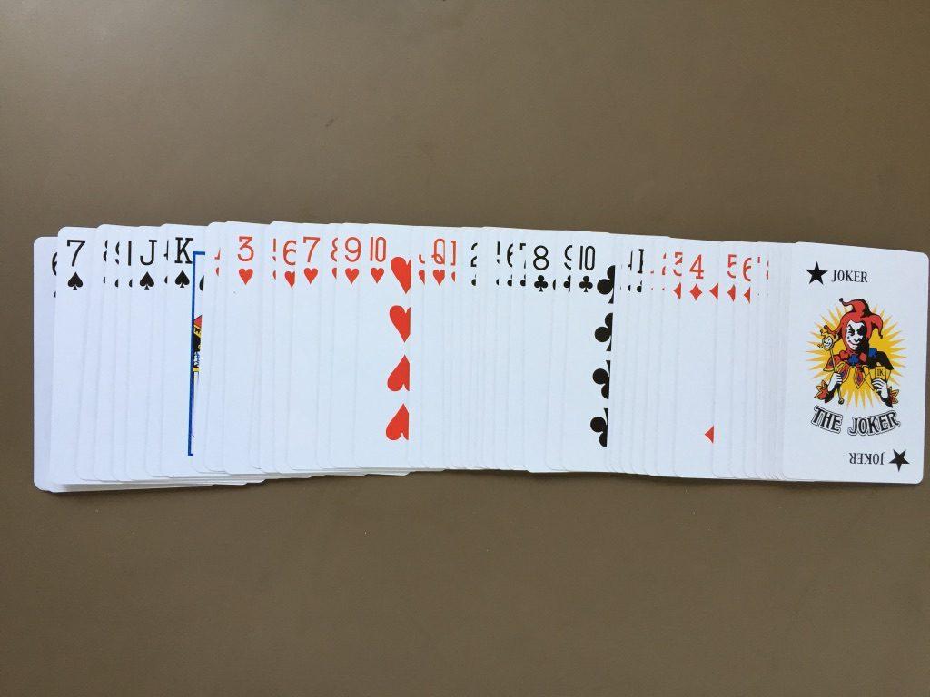 キャンドゥ(Can★Do)の紙製トランプカード 慎重に