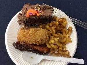 お誕生日会のケーキとフード