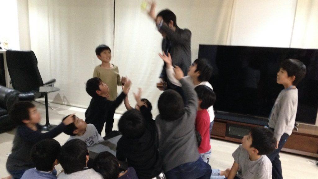 平日開催の子供のお誕生日会でマジックショー