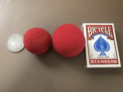 マジシャンが使うスポンジボール 2インチと2.5インチ コインで比較