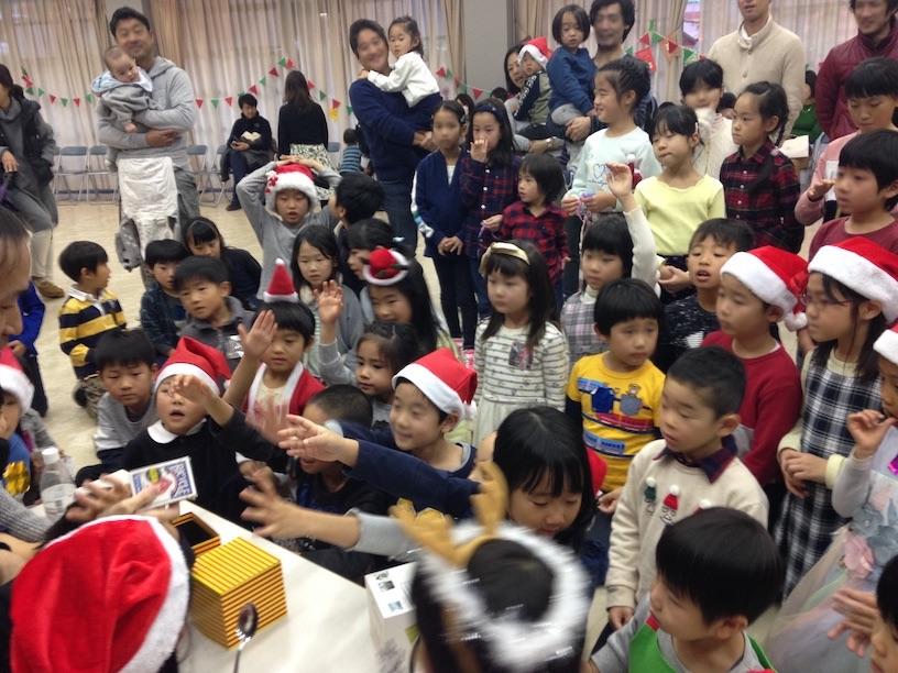 子ども会のクリスマス会でマジックショー 欲しがる子供