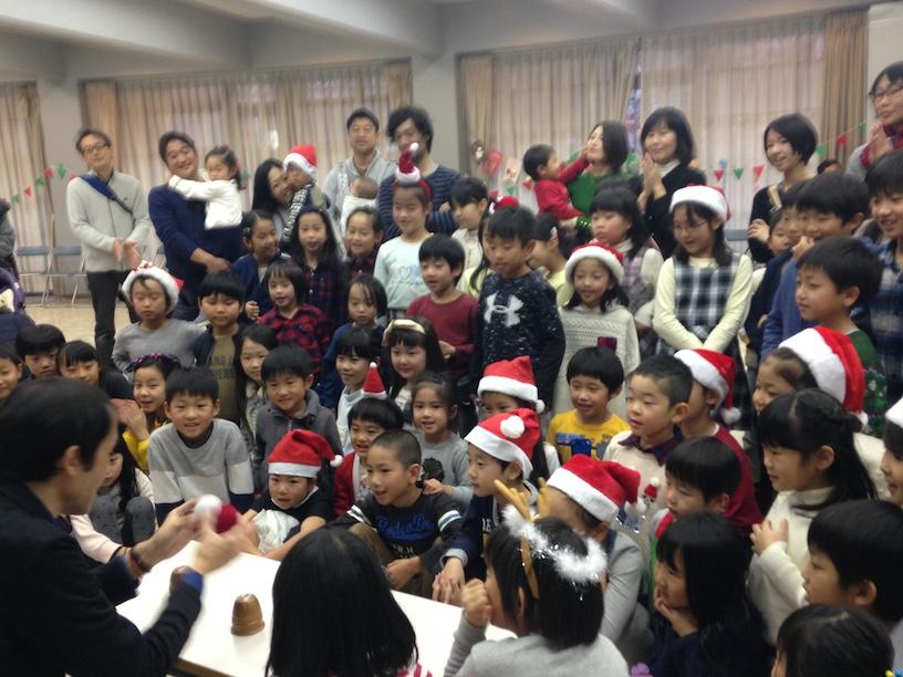 子ども会のクリスマス会でマジシャン出張 ボール