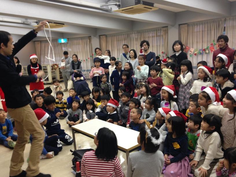 子ども会のクリスマス会でマジシャン出張 ロープ