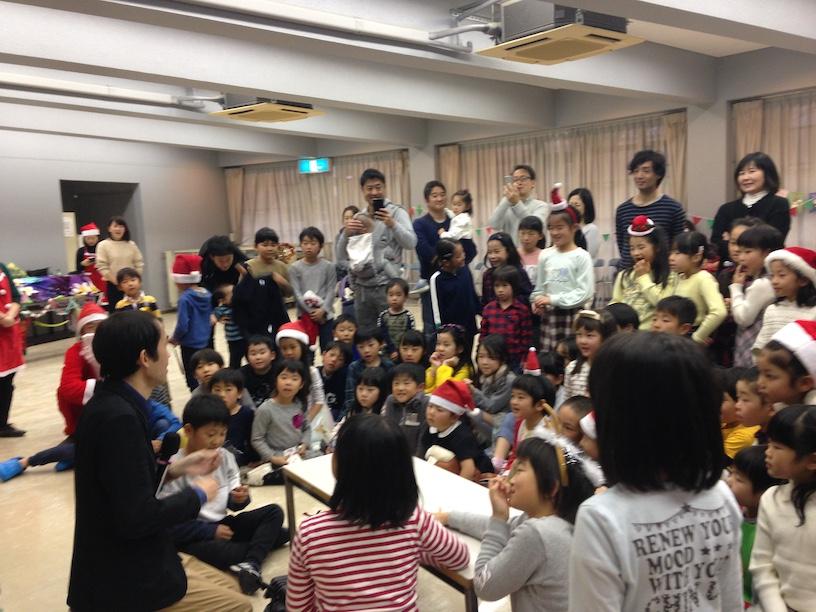 子ども会のクリスマス会でマジシャン出張 子供たち