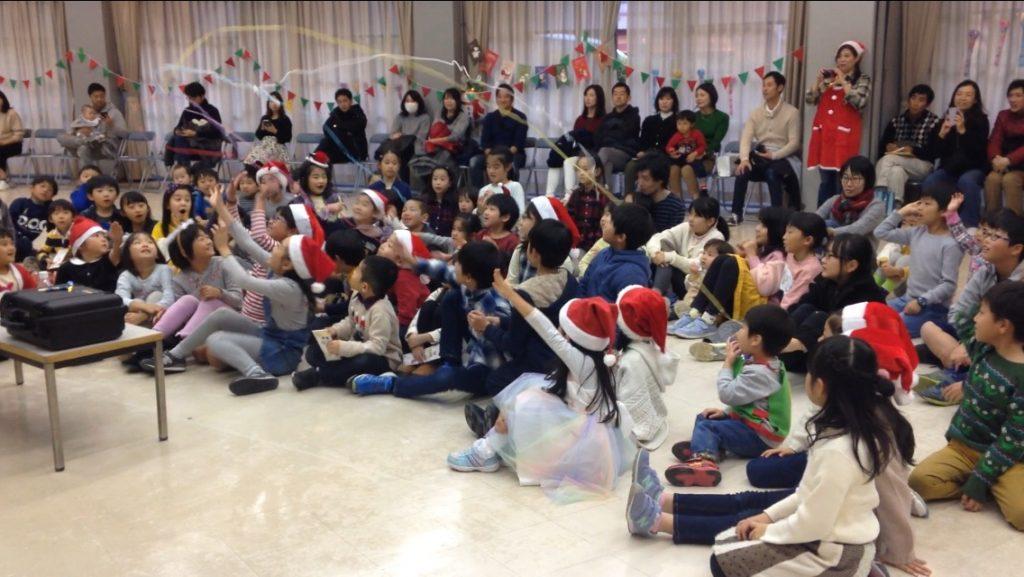 子供会のクリスマス会の催しでマジシャン出張、派遣子供向けマジックショー