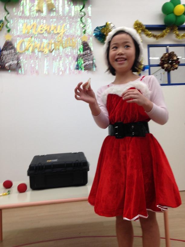 イングリッシュスクールイマジンJAPAN南行徳児童園のクリスマスパーティー サンタの衣装