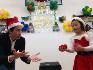 イングリッシュスクールイマジンJAPAN南行徳児童園のクリスマスパーティー 増えた! マジシャン出張、派遣マジックショー