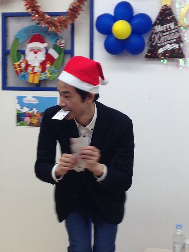 イングリッシュスクールイマジンJAPAN南行徳児童園のクリスマスパーティー 口からカード