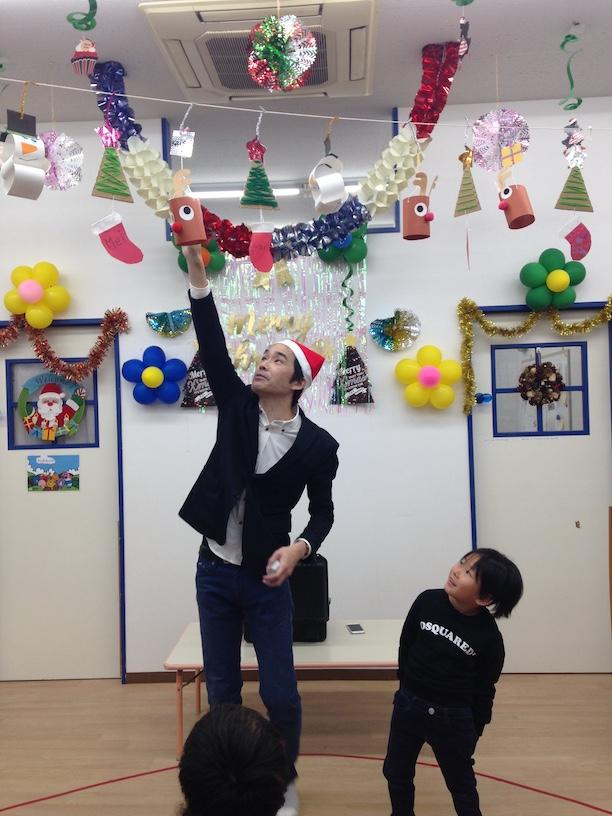 イングリッシュスクールイマジンJAPAN南行徳児童園のクリスマスパーティー ジャンプするカード