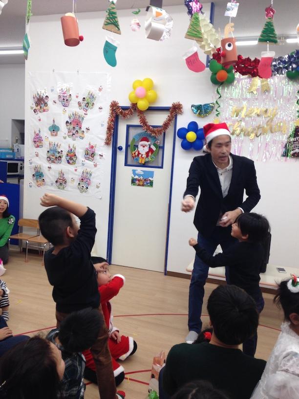 イングリッシュスクールイマジンJAPAN南行徳児童園のクリスマスパーティー カードをキャッチ