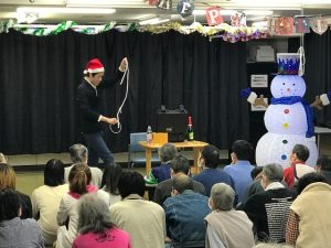 手賀沼病院のクリスマスレクリエーションでマジックショー ロープとリング