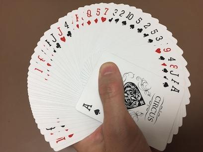 ダイソーの本格プレイングカード サーカス 片手ファン