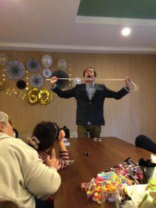 還暦のお誕生日パーティー 首をすり抜けるロープ