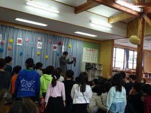 ロッキーラクーン 催眠術 学童保育のお別れ会でマジシャンのマジックショー in 東村山市