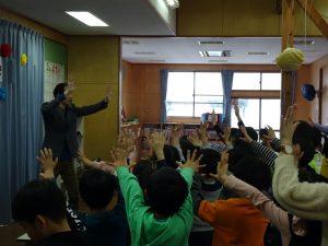 腕を使ったマジック 学童保育のお別れ会でマジシャンのマジックショー in 東村山市