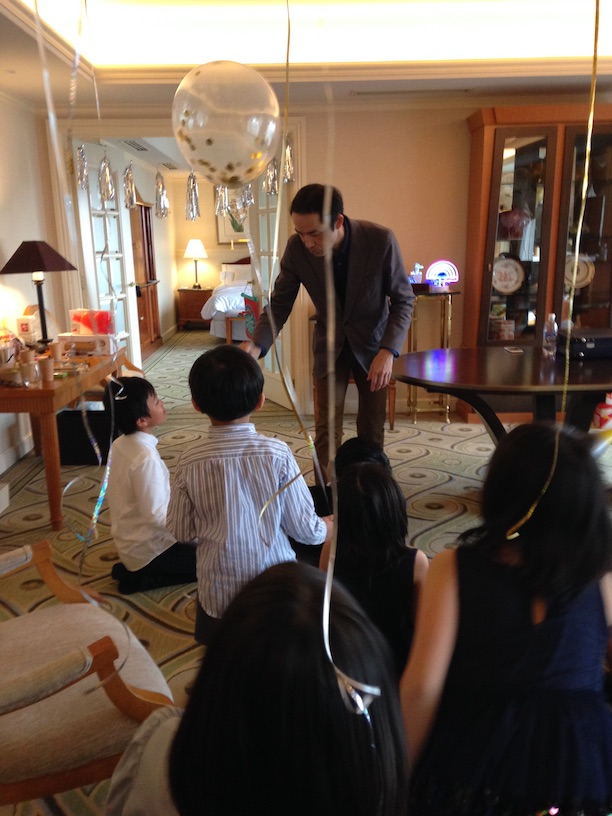 マジックショーの客室 双子の10歳の誕生日パーティー マジシャン出張、派遣