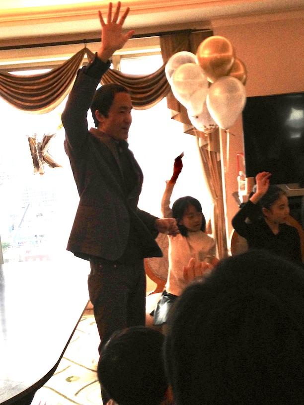成功した人は手を上げて お誕生日パーティー マジシャンのマジックショー出張、覇権