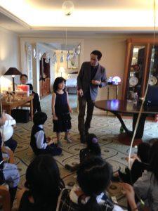 お誕生日の子とマジシャン 双子の10歳の誕生日パーティー in 恵比寿