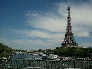 フランスパリセーヌ川のエッフェル塔
